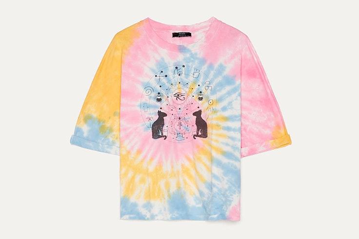 Camiseta de colores con estampado tie dye de Bershka