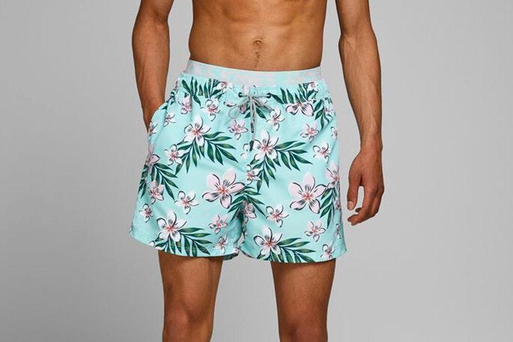 novedades jack and jones verano 2020 Bañador con estampado de flores en tonos azules