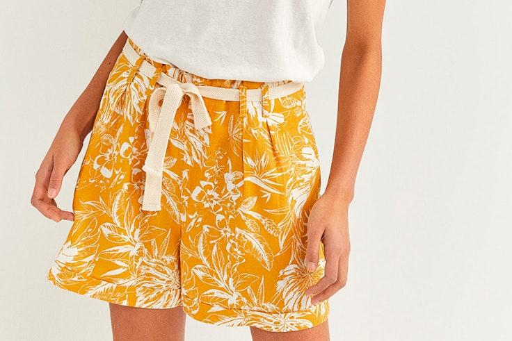 Pantalón corto estampado en color amarillo de Springfield