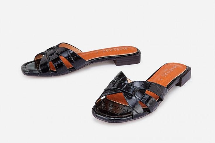 Sandalias planas en color negro de Marypaz