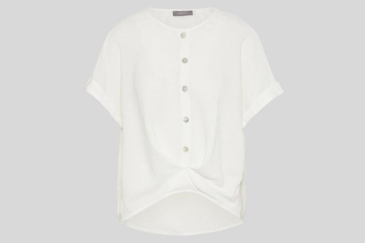 Blusa blanca con detalle de botones de C&A