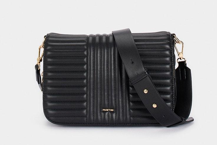 Bolso acolchado en color negro de Parfois