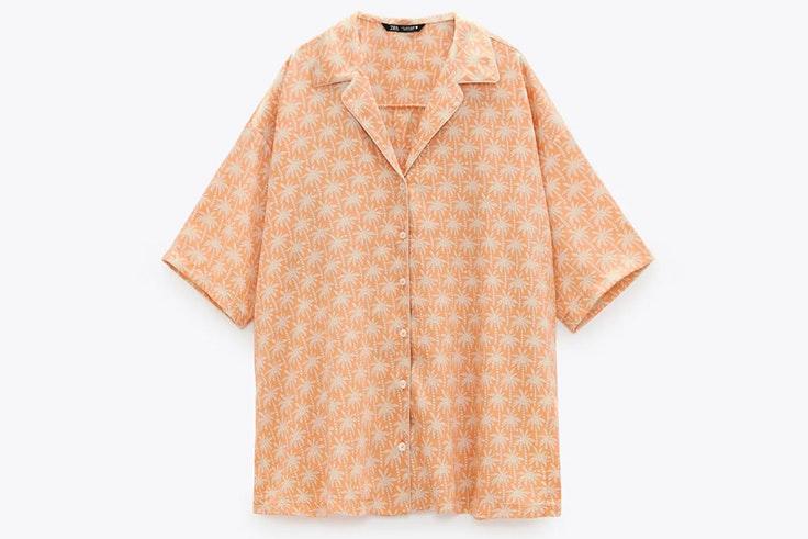 Camisa estampada de estilo pijamero de Zara -