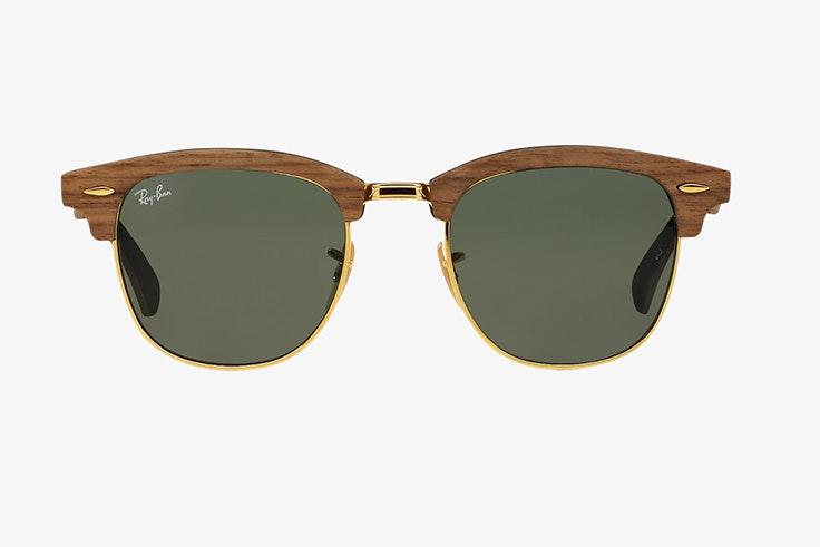 Gafas de sol Ray Ban en color marrón. Disponibles en Sunglass Hut