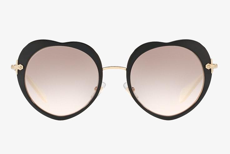rebajas de verano 2020 Gafas de sol en forma de corazón de Miu MIu. Disponibles en Sunglass Hut