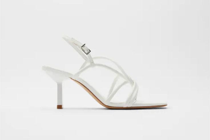 Sandalias blancas de tacón con tiras de Zara