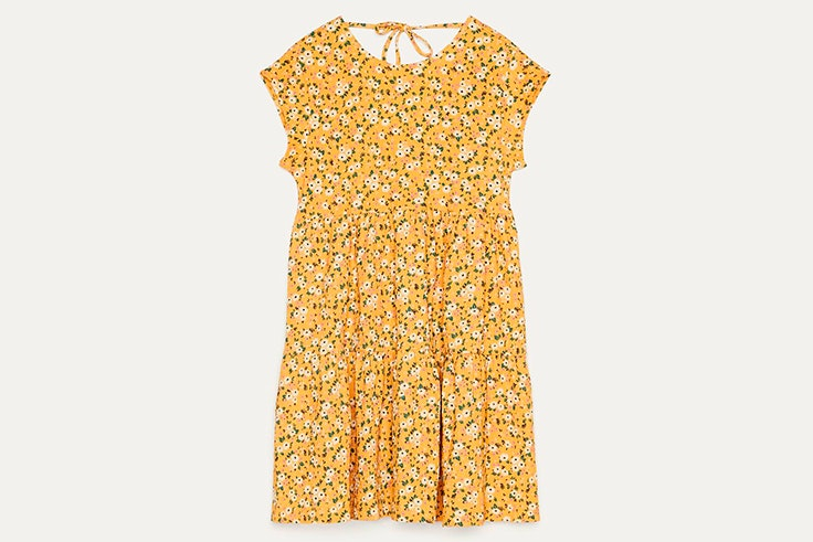 Vestido de flores en color amarillo de Bershka
