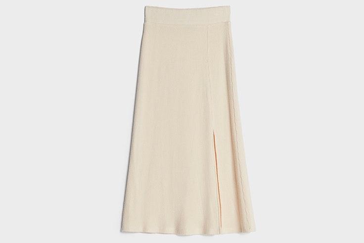 Falda midi de punto en color beige de Bershka