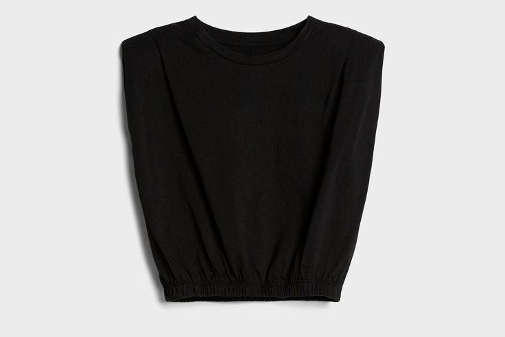 Prendas y accesorios del verano 2020: camiseta con hombreras