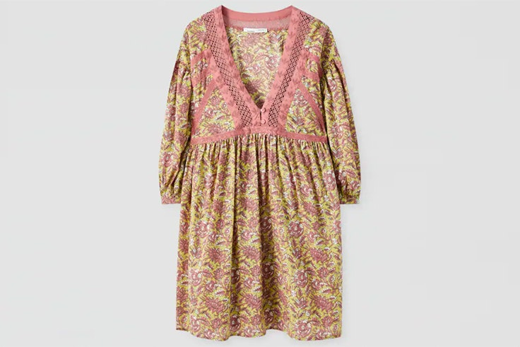 Vestido con estampado de flores y bordados de Pull and Bear