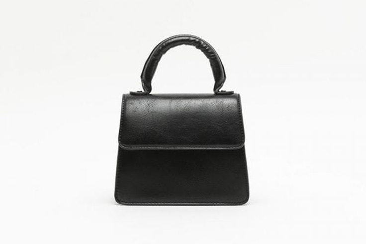 Bolso pequeño en color negro de Misako accesorios de otoño