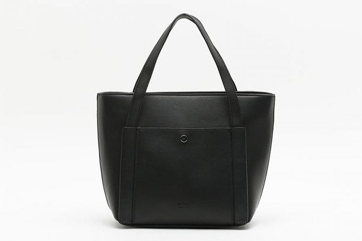 Bolso tipo shopper en color negro de Misako nueva colección otoño invierno 2020