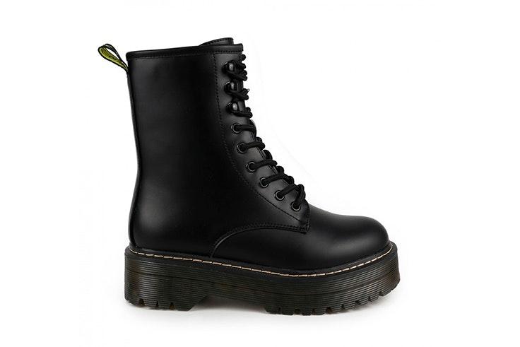 Botines negros con cordones y plataforma de Chika 10 calzado de otoño