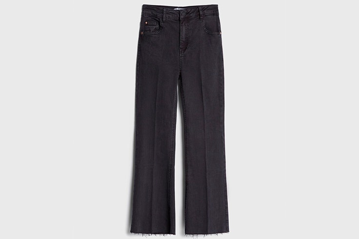 Pantalones negros tipo flare de Bershka
