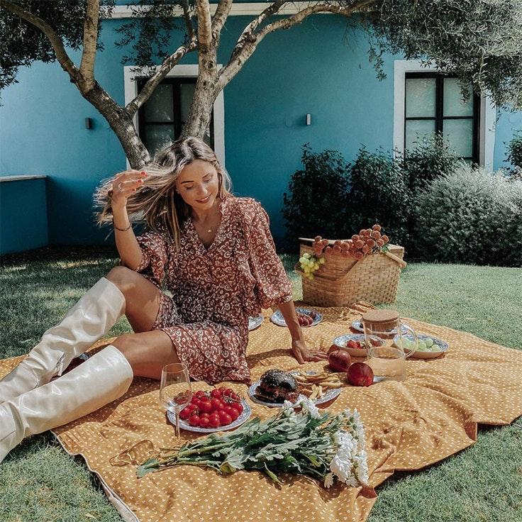 verónica diaz @modajustcoco picnic en plaza mayor
