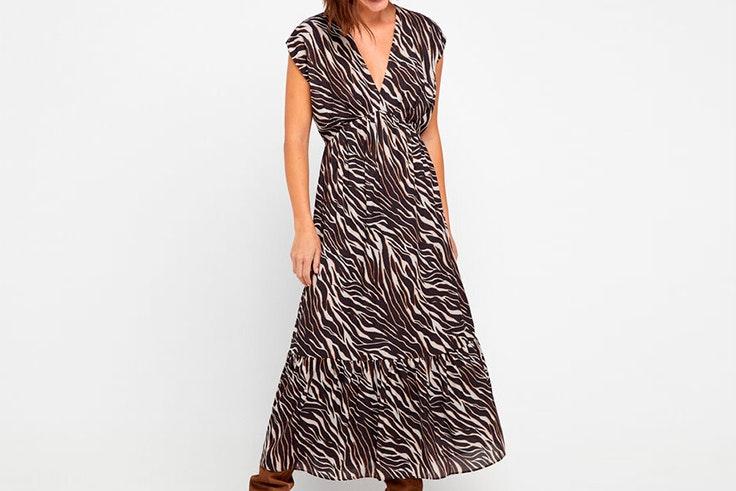 Vestido midi con estampado de cebra de Cortefiel