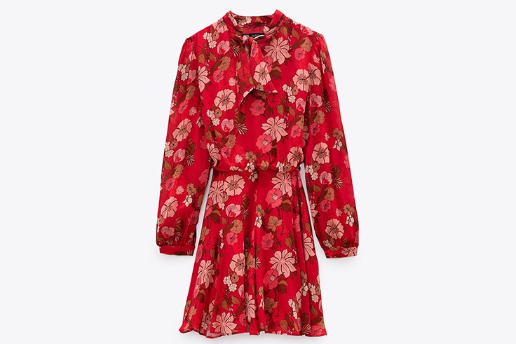 Vestido de flores en color rojo de Zara