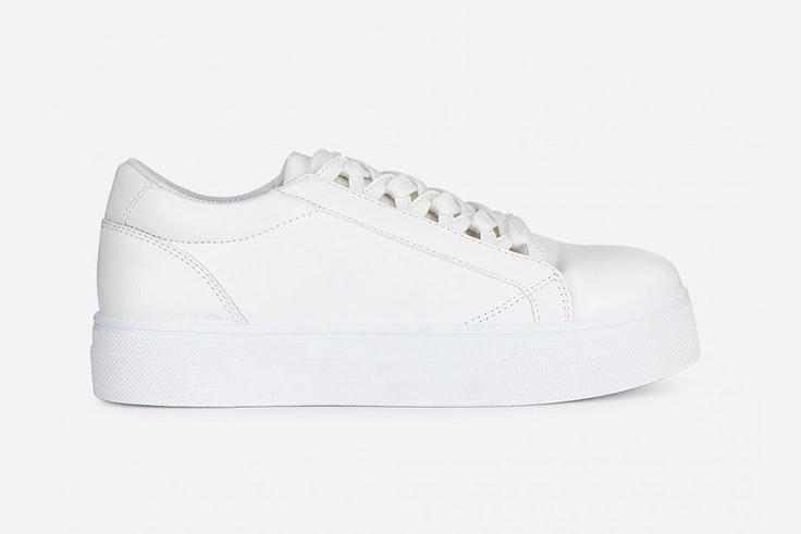 Zapatillas blancas de Marypaz esenciales de septiembre