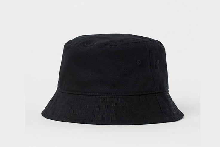 Bucket hat en color negro de H&M
