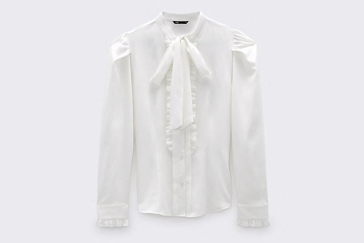 novedades de Zara Camisa blanca con volantes y lazada