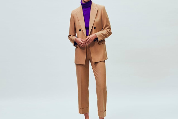Traje clásico beige de Massimo Dutti
