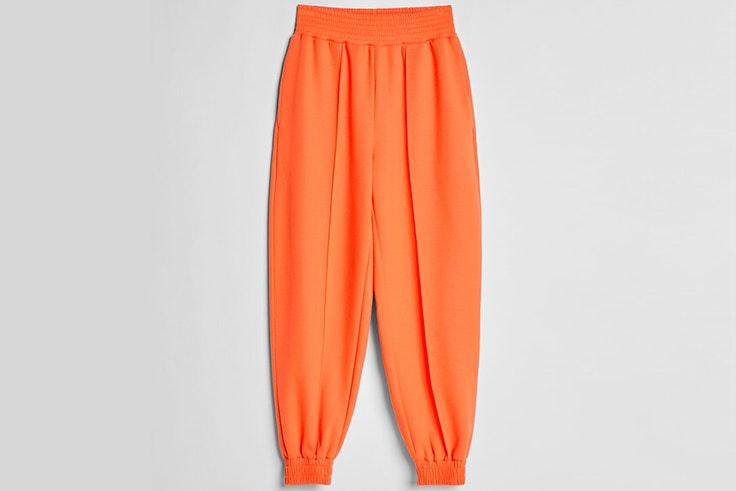 Pantalones jogger en color naranja de Bershka
