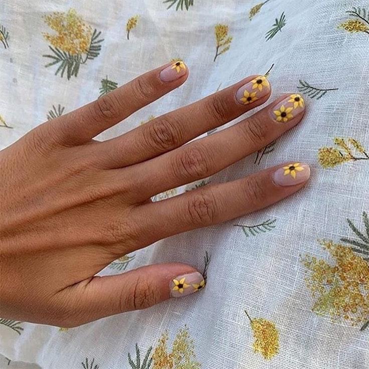 Tendencias de uñas nail art llamas flores primavera