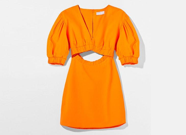 Vestido que combina algodón y lino de Bershka