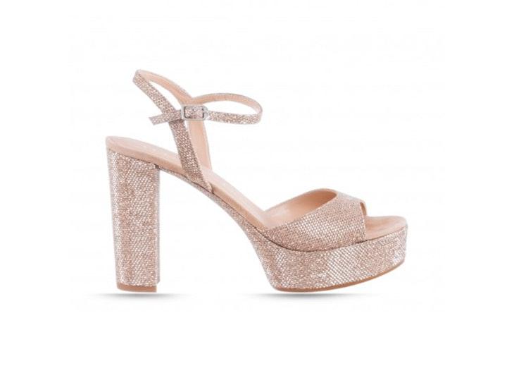 Sandalias de tacón doradas de RKS