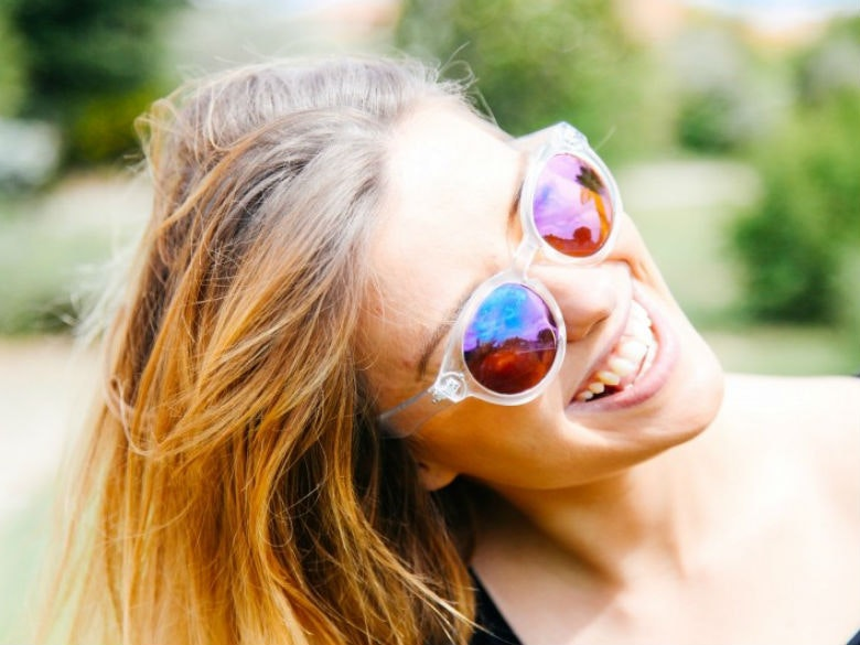 portrait-of-laughing-blonde-woman-wearing-sunglasses