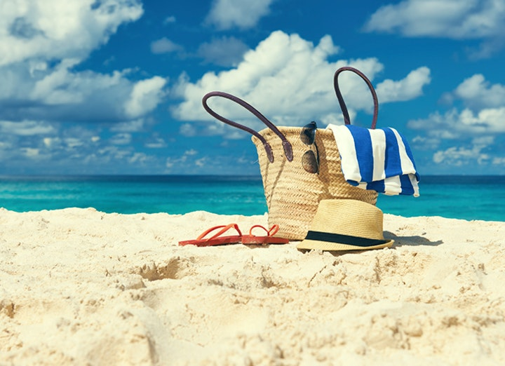 Os essenciais na sua mala de praia.