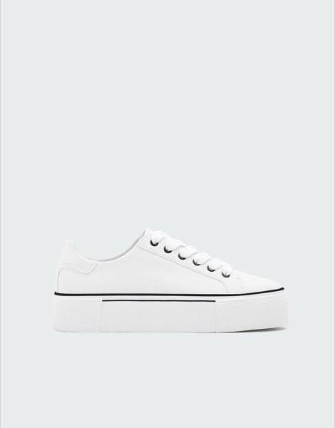 Sneakers Pullbear, antes a 25,99€ e agora a 9,99€