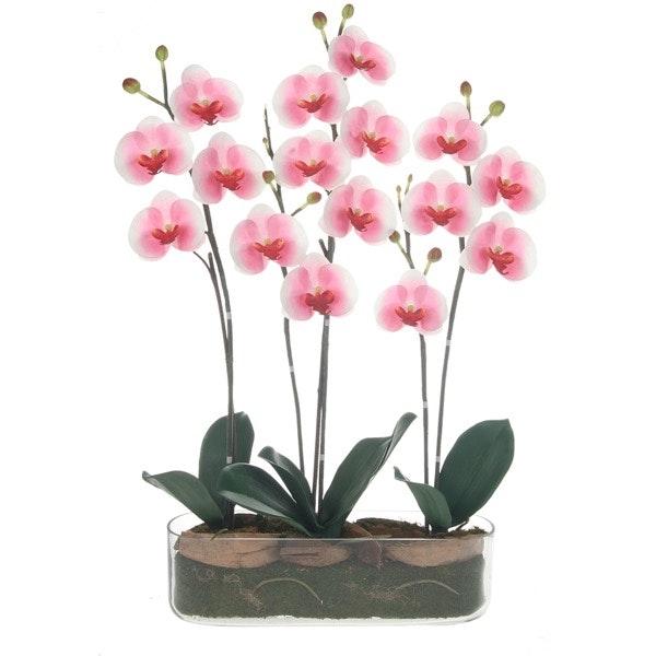 Se ela é uma romântica dos tempos modernos, as flores estão ultrapassadas. São bocados de Natureza, é certo, mas com um prazo de validade curto. Se optar por flores artificiais, ela poderá olhar para elas todos os dias e lembrar-se de si. | Orquídea artificial A Loja do Gato Preto, 79,95€