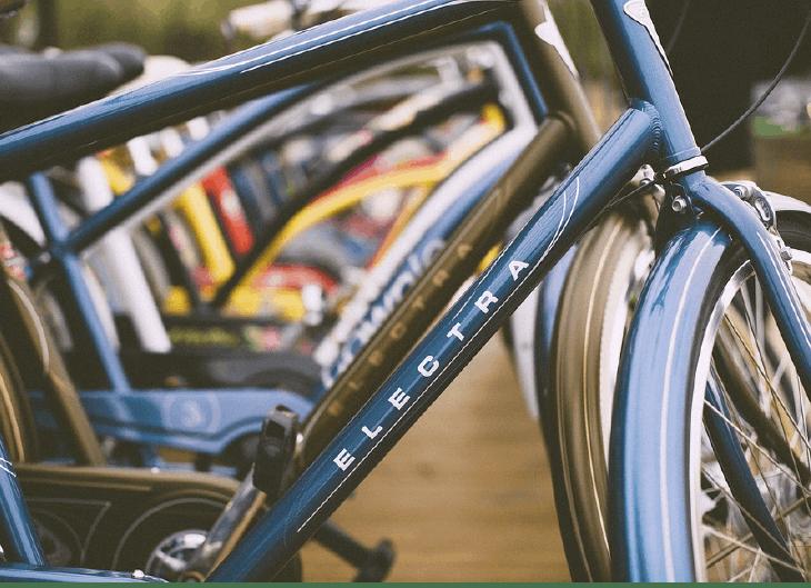 Practicar bici al aire libre vs. bici estática