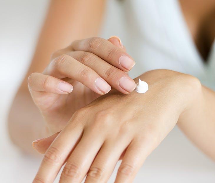 3 consejos para evitar las uñas estriadas