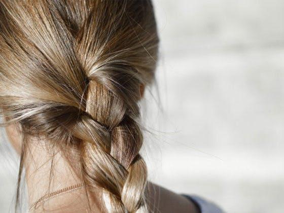3 peinados con trenzas de raíz para este verano