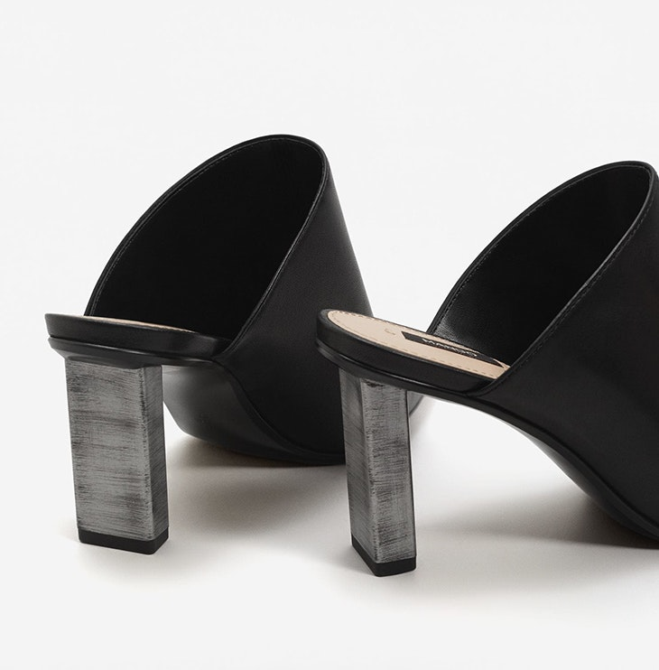 Mules: las sandalias tacón de moda