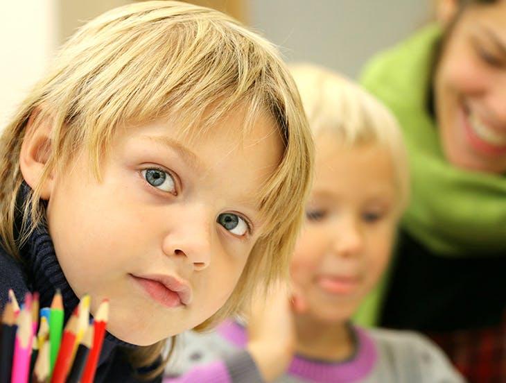 Los mejores cortes de pelo para niños en verano