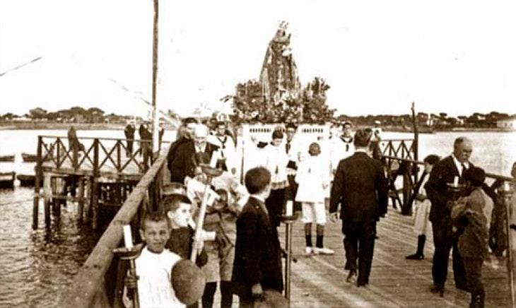 Celebra Nuestra Señora del Carmen en Revilla de Camargo