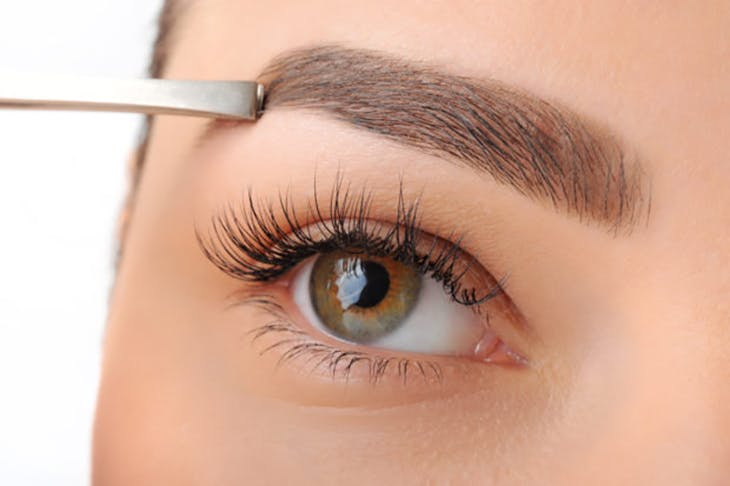 Cómo conseguir unas cejas gruesas como las de Cara Delevingne