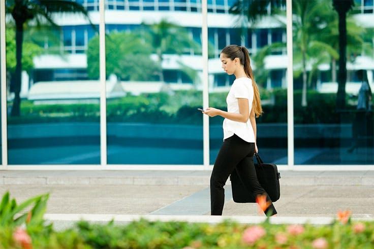 Caminar 30 minutos diarios entra dentro del ejercicio moderado.
