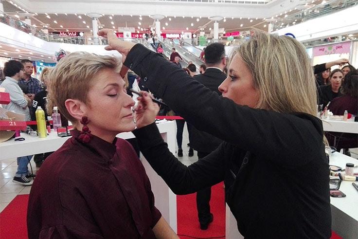 La ganadora, Carolina, Arnaiz Cagigas, maquillándose para la final