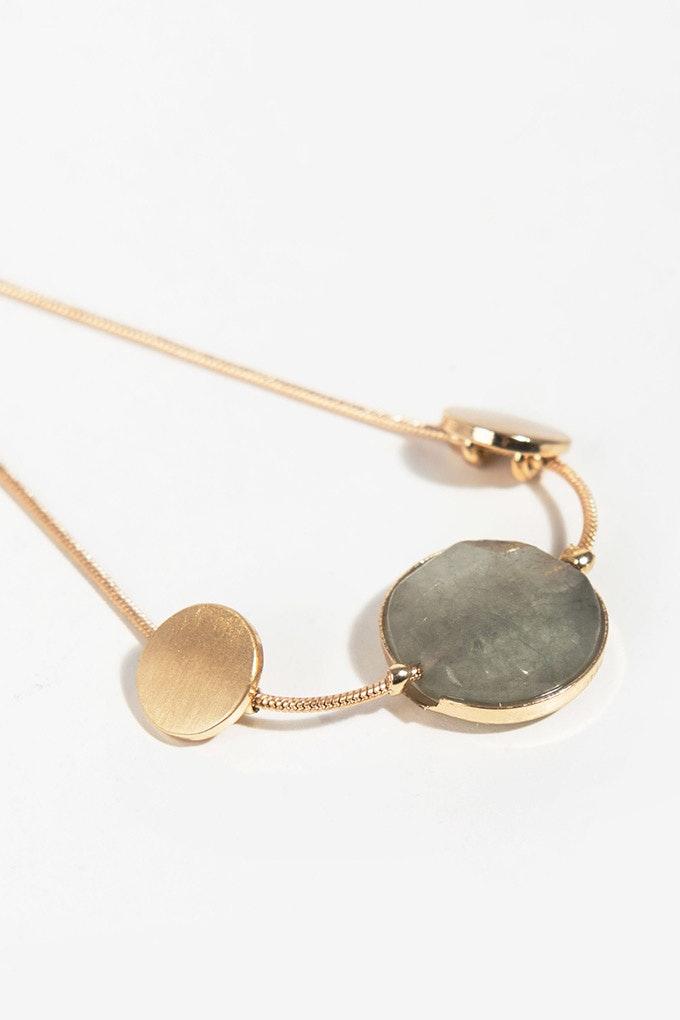 pulsera dorada piedras