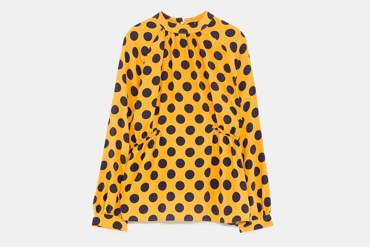 camisa-amarilla-estampado-lunares-zara