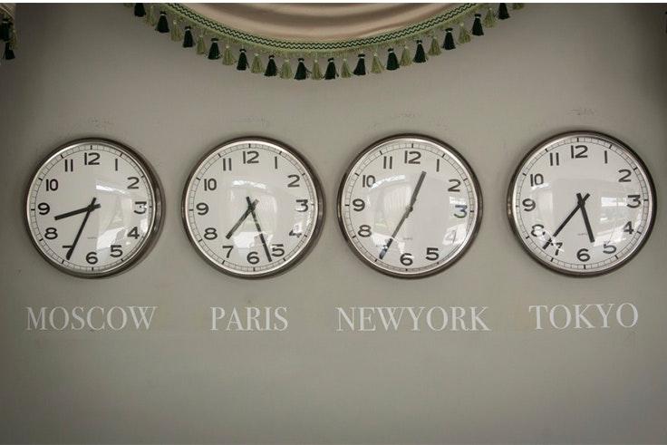 por que cambian la hora segun la parte del mundo donde vives