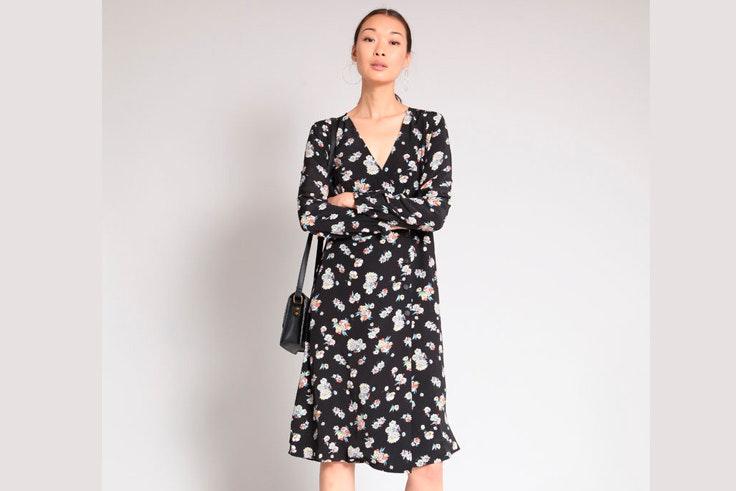 vestido-negro-estampado-flores-pimkie