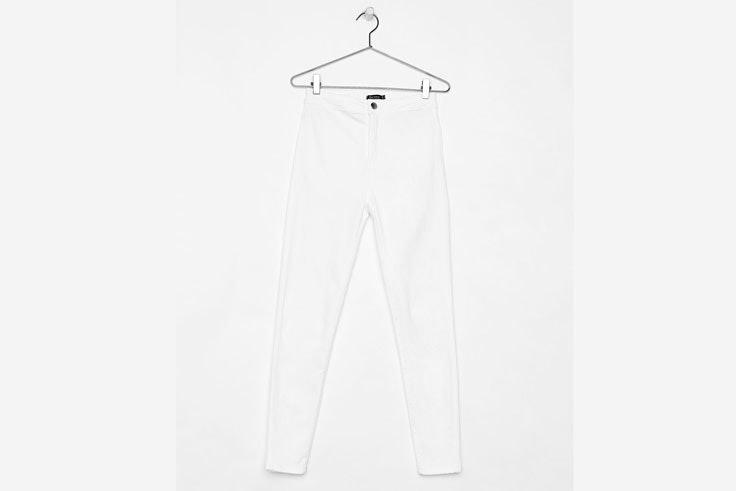 pantalon-estrecho-color-blanco-bershka