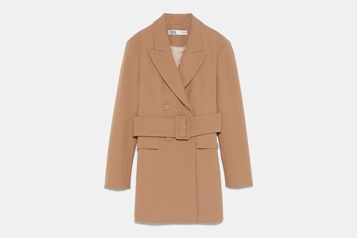 abrigo-largo-camel-detalle-cinturon-zara