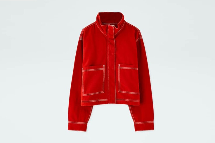 chaqueta-roja-costuras-contraste-pull-and-bear