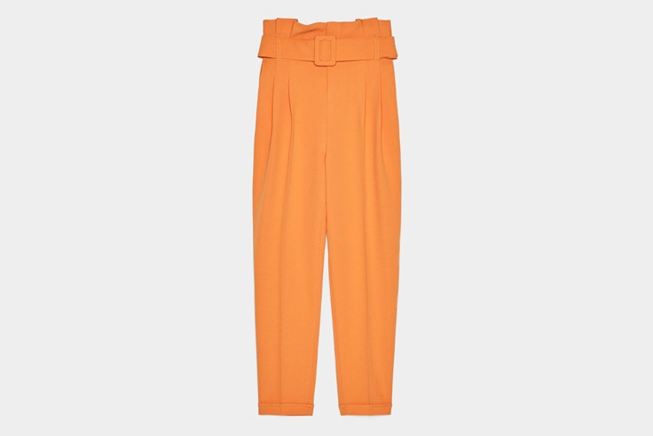 pantalon-naranja-cinturon-bershka
